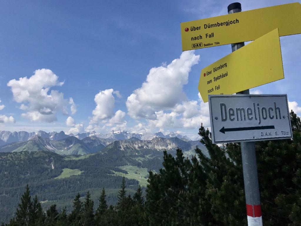 Sylvensteinsee wandern - auf Dürrnberg und Demeljoch wandern - mit Ausblick zum Karwendel